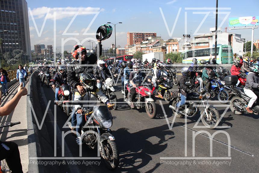 BOGOTA - COLOMBIA, 26-01-2018:Protesta de los motociclistas por norma de la Alcaldia Mayor de Bogotá  al suprimir el acompañante./Protest of the motorcyclists by norm of the Greater Mayor's office of Bogota when suppressing the companion. Photo: VizzorImage / Felipe Caicedo / Staff.