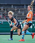 AMSTELVEEN  -  Maria Verschoor (A'dam)  met rechts Laura van Weeren (Gro) .   Hoofdklasse hockey dames ,competitie, dames, Amsterdam-Groningen (9-0) .     COPYRIGHT KOEN SUYK
