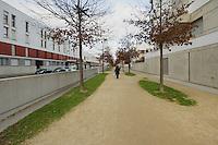 Cheminement pietonnie cote Est du mail Leon Blum, axe majeur de Saint-Jacques-centre