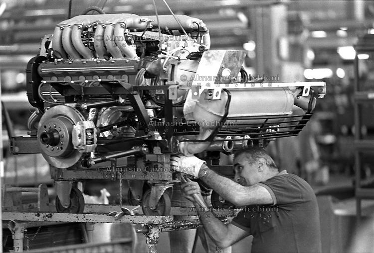 Maranello, Modena: catena di montaggio per la produzione delle auto Ferrari<br /> Maranello, Modena: assembly line for the production of the Ferrari cars