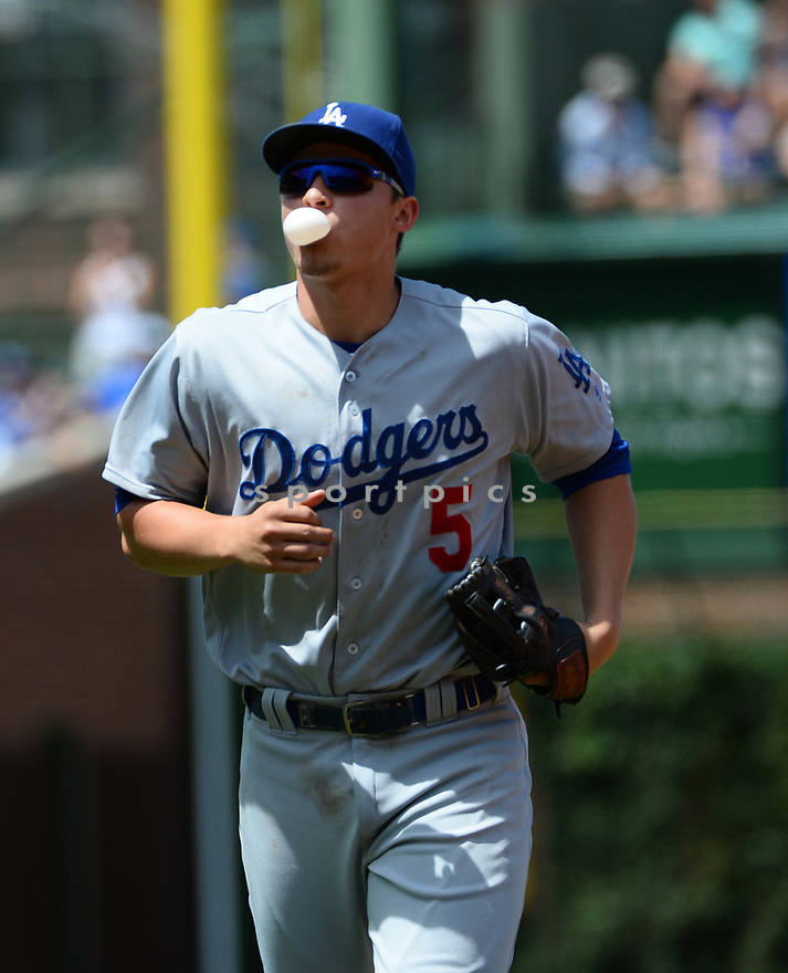 Los Angeles Dodgers Corey Seager (5) during a game against the Chicago Cubs on June 2, 2016 at Wrigley Field in Chicago, IL. The Cubs beat the Dodgers 7-2.