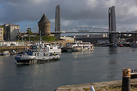 France, Bretagne, (29), Finistère, Brest:  Base Navale et Arsenal de Brest, Quais de la Penfeld, Tour Tanguy et Pont de Recouvrance