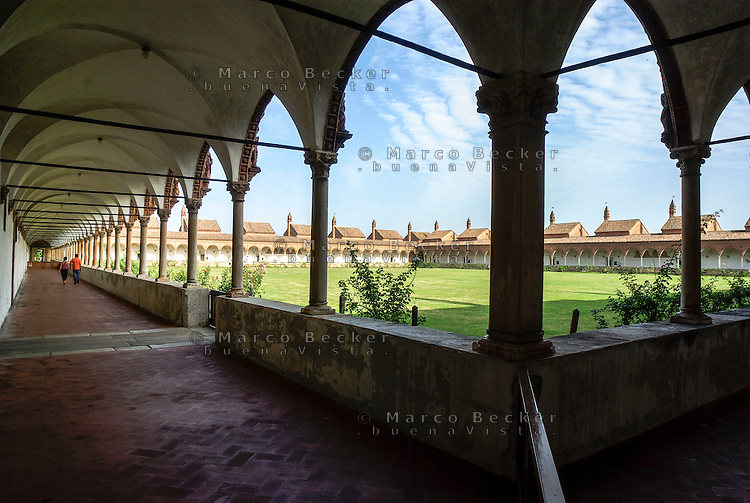 Monastero Certosa di Pavia. Il chiostro grande con le celle dei monaci --- The monastery Certosa di Pavia. The Grand Cloister with the cells of the monks