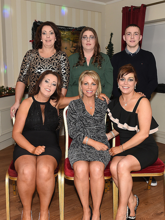 Shirley, Paula, Gillian, Debbie, Laura and Ian at the Thompson family reunion in the Pheasant. Photo:Colin Bell/pressphotos.ie