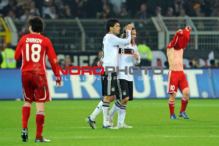 Fussball, L&auml;nderspiel, WM 2010 Qualifikation Gruppe 4 Westfalen Stadion Dortmund ( SIGNAL IDUNA PARK )<br />  Deutschland (GER) vs. Russland ( RUS )<br /> <br /> Nach dem Spiel Michael Ballack (Ger /  Chelsea London #13) und Torsten Frings ( Ger /  Werder Bremen #08) - li Yuri Zhirkov  (RUS #18)  re Andrei Arshavin  (RUS# 10) <br /> <br /> Foto &copy; nph (  nordphoto  )<br />  *** Local Caption ***