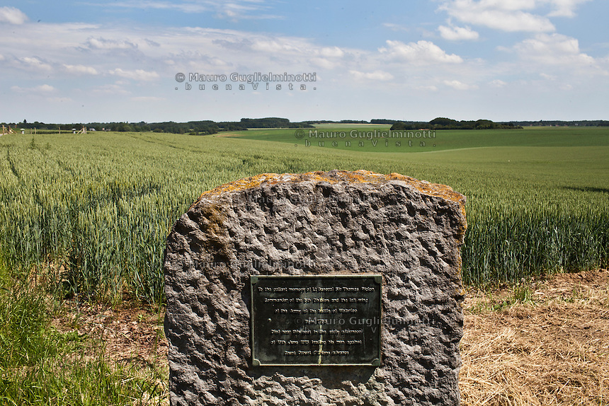 Campo di grano dove si svolse il 18 giugno 1815 la battaglia di Waterlo lapide in onore di sir Thomas Picton