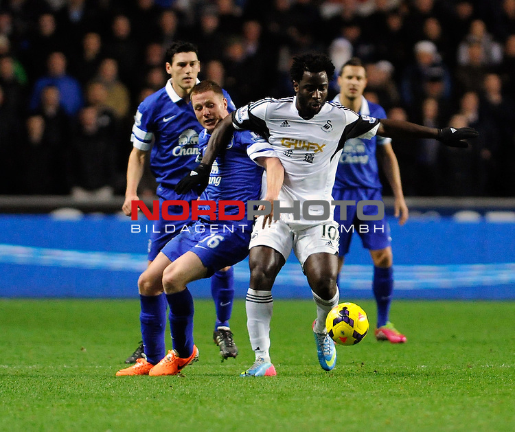 Swansea City's Wilfried Bony holds off Everton's James McCarthy -    22/12/2013 - SPORT - FOOTBALL - Liberty Stadium - Swansea - Swansea City v Everton - Barclays Premier League<br /> Foto nph / Meredith<br /> <br /> ***** OUT OF UK *****
