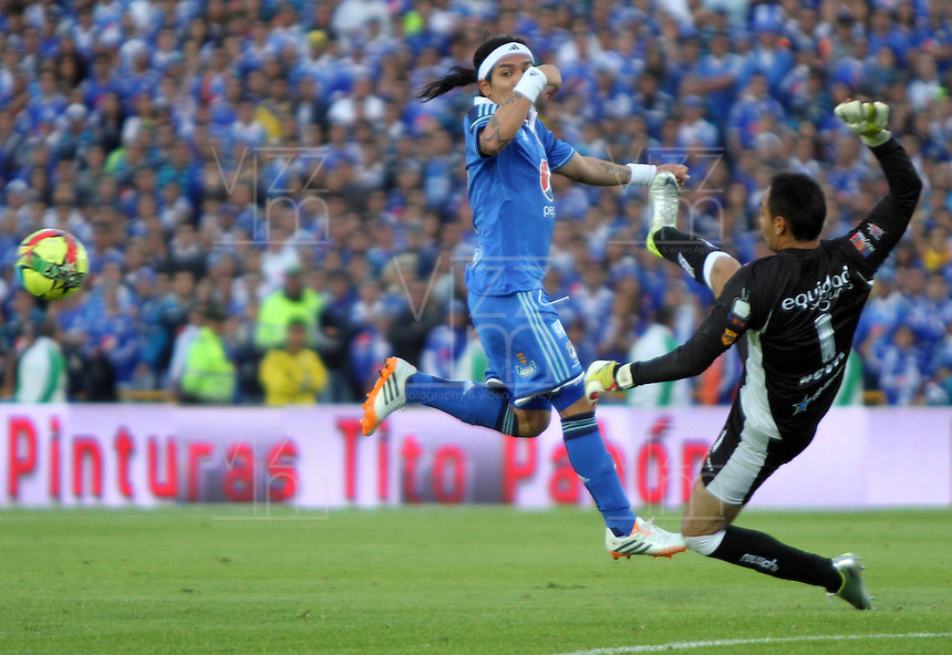 BOGOTA -COLOMBIA. 03-05-2014.Dayro Moreno  (Izq) de Millonarios  disputa el balon contra Diego Novoa de La Equidad  partido de vuelta por los Cuartos de Final  de La liga Postobon  disputado en el estadio Nemesio Camacho El Campin. /   Dayro Moreno (L) of Millonarios dispute the balloon against Diego Novoa of La Equidad  game around the Quarter Finals of the Postobon league match at the Estadio Nemesio Camacho El Campin. Photo: VizzorImage/ Felipe Caicedo / Staff