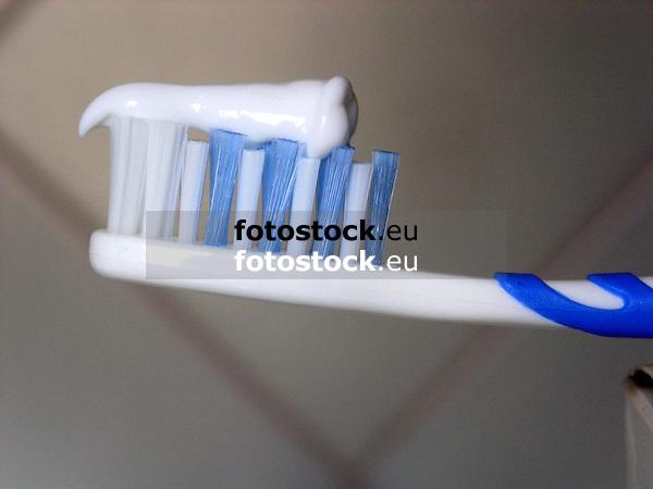 blue toothbrush with toothpaste<br /> <br /> Zahnpasta auf blauer <br /> Handzahnb&uuml;rste