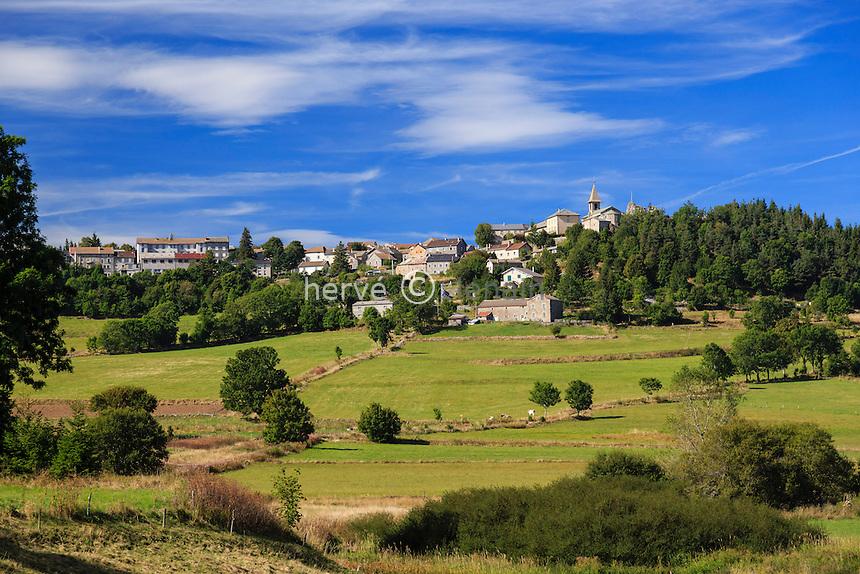 France, Haute-Loire (43), Fay-sur-Lignon, vue du village // France, Haute Loire, Fay sur Lignon, the village