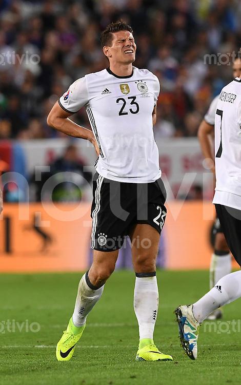 FUSSBALL EURO 2016 Viertelfinale in Bordeaux Deutschland - Italien      02.07.2016 Mario Gomez (Deutschland) mit Schmerzen
