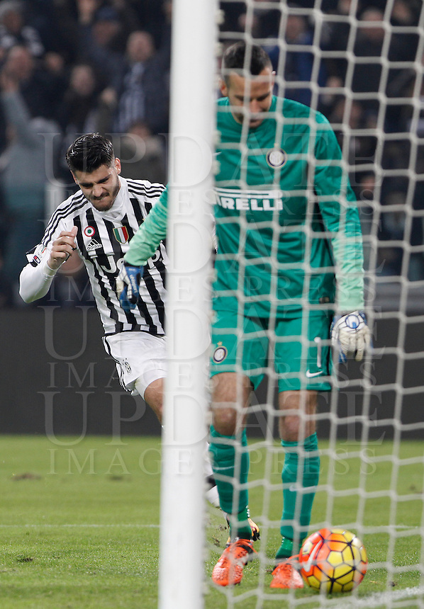 Calcio, semifinali di andata di Coppa Italia: Juventus vs Inter. Torino, Juventus Stadium, 27 gennaio 2016.<br /> Juventus&rsquo; Alvaro Morata, left, celebrates after scoring his second goal as FC Inter's goalkeeper Samir Handanovic reacts during the Italian Cup semifinal first leg football match between Juventus and FC Inter at Juventus stadium, 27 January 2016.<br /> UPDATE IMAGES PRESS/Isabella Bonotto
