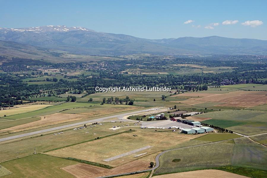 La Cerdanya: EUROPA,  SPANIEN, KATALANIEN, LA CERDANYA, 24.06.2018: La Cerdanya Flugplatz