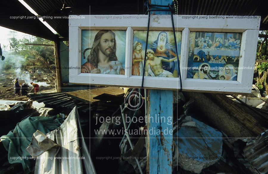 INDIEN Insel Little Andaman, Hutbay, Zerstoerung nach dem Tsunami Seebeben, Bildnisse von Jesu, Maria und dem Abendmahl in einem zerstoerten Haus - INDIA Little Andaman island, Hutbay, destroyed houses after Tsunami sea quake