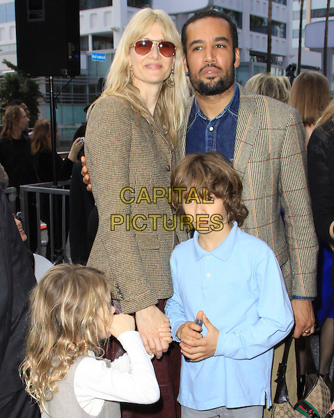 LAURA DERN, BEN HARPER & their children.Mary Steenburgen Honored With Star On The Hollywood Walk Of Fame held On Hollywood Blvd., Hollywood, California, USA, 16th December 2009..half length kids son daughter family green brown jacket tweed beard facial hair sunglasses married husband wife couple blue jean denim shirt.CAP/ADM/KB.©Kevan Brooks/Admedia/Capital Pictures