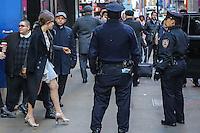 NEW YORK, NY, 28.11.2016 - FELICITY-JONES- A atriz britanica Felicity Jones é vista saindo de estudio de um programa de televisão na região da Times Square em Manhattan na cidade de New York nos Estados Unidos nesta segunda-feira, 28. (Foto: Vanessa Carvalho/Brazil Photo Press)