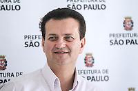 ATENCAO EDITOR IMAGEM EMBARGADA PARA VEICULOS INTERNACIONAIS -  SAO PAULO, SP, 22 DEZEMBRO 2012 - AGENDA PREFEITO GILBERTO KASSAB - VISITA A OBRA EMEF ABRAO HUCK - O prefeito Gilberto Kassab ao lado do apresentador Luciano Huck visitou na manha deste sabado(22), as obras do EMEF ABRAO HUCK que homenagea o avô do apresentador. Luciano Huck esteve no evento junto com o seu pai Marcelo Huck e seu tio Flavio Huck no bairro de Heliópolis na regiao sul de Sao Paulo. (FOTO: AMAURI NEHN / BRAZIL PHOTO PRESS).