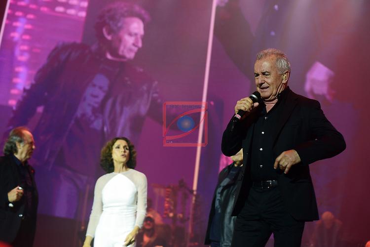 Ana Belen, Miguel Rios, Victor Manuel &amp; Joan Manuel Serrat.<br /> Tour: El Gusto es Nuestro - 20 A&ntilde;os.