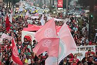 SÃO PAULO, SP - 14.06.2013: MANIFESTAÇÃO CONTRA A COPA - Centena de manifestantes ocupam 3 faixas da Av Paulista em São Paulo na tarde dessa 6 feira (14), a manifestação é contra a construção de estádios e o evento da Copa do Mundo e das Confederações.  (Foto: Marcelo Brammer/Brazil Photo Press)