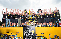 Picture by Alex Broadway/ASO/SWpix.com - 24/07/16 - Cycling - Tour de France 2016 - Stage Twenty-One - Chantilly to Paris Champs-&Eacute;lys&eacute;es - Chris Froome of Great Britain and Team Sky celebrates with teammates after winning the 2016 Tour de France.<br />