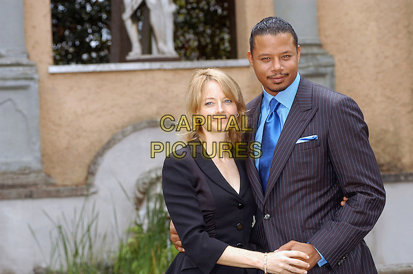 "JODIE FOSTER & TERRENCE HOWARD.Photocall for ""The Brave One"", Rome, Italy..September 17th, 2007.half length black jacket blue pinstripe holding hands .CAP/CAV.©Luca Cavallari/Capital Pictures."