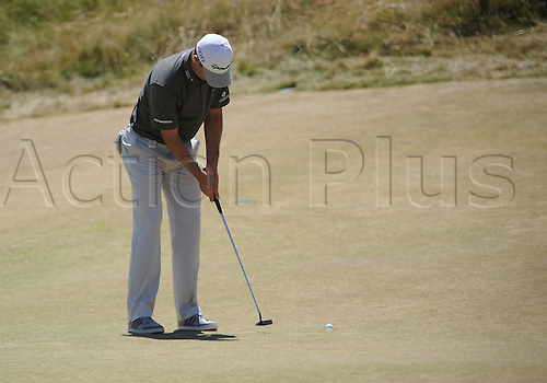 19.06.2015. Chambers Bay, University Place, WA, USA.  Justin Rose putts on the 6th green during second round play at the 115th US Open at Chambers Bay, University Place, WA.
