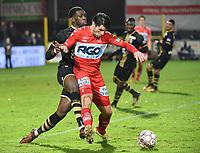 1/8 finale Croky Cup :<br /> KV KORTRIJK - R ANTWERP FC :<br /> Dylan Batubinsika (L) komt te kort tegen Stijn De Smet (R)<br /> <br /> Foto VDB / Bart Vandenbroucke
