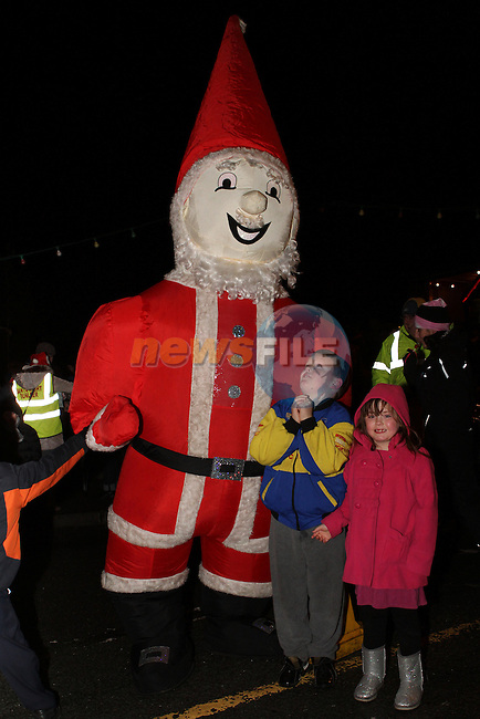 Jamie and Ann Rose Caffrey as Santa arrives in Dunleer...Photo NEWSFILE/Jenny Matthews..(Photo credit should read Jenny Matthews/NEWSFILE)