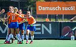 BLOEMENDAAL - vreugde bij Bloemendaal na een doelpunt  tijdens de tweede Play Out wedstrijd hockey dames, Bloemendaal-MOP (5-1) . rechts Sterre Bregman (Bldaal)  COPYRIGHT KOEN SUYK