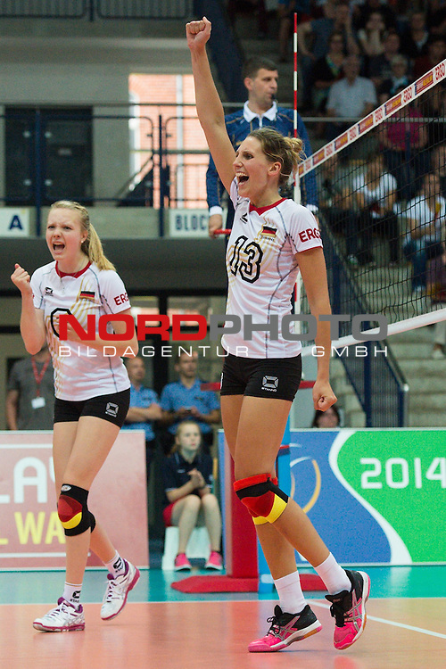 13.07.2014, Wiedigsburghalle, Nordhausen<br /> Volleyball, European League 2014, Deutschland vs. Griechenland<br /> <br /> Jubel Jennifer Geerties (#6 GER), Jennifer Pettke (#13 GER)<br /> <br />   Foto &copy; nordphoto / Kurth