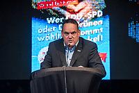 """AfD-Wahlkampfkundgebung in Magdeburg.<br /> Ca. 350 Menschen kamen zu einer Wahlkampfkundgebung der rechtsnationalistischen Alternative fuer Deutschland (AfD). Waehrend der Reden von Alexander Gauland, Bjoern Hoecke und lokalen AfDlern skandierten sie Parolen wie """"Volksverraeter"""" und """"Wir sind das Volk"""" gegen """"Die da oben"""".<br /> Im Bild: Martin Reichardt, AfD Sachsen-Anhalt.<br /> 13.9.2017, Magdeburg<br /> Copyright: Christian-Ditsch.de<br /> [Inhaltsveraendernde Manipulation des Fotos nur nach ausdruecklicher Genehmigung des Fotografen. Vereinbarungen ueber Abtretung von Persoenlichkeitsrechten/Model Release der abgebildeten Person/Personen liegen nicht vor. NO MODEL RELEASE! Nur fuer Redaktionelle Zwecke. Don't publish without copyright Christian-Ditsch.de, Veroeffentlichung nur mit Fotografennennung, sowie gegen Honorar, MwSt. und Beleg. Konto: I N G - D i B a, IBAN DE58500105175400192269, BIC INGDDEFFXXX, Kontakt: post@christian-ditsch.de<br /> Bei der Bearbeitung der Dateiinformationen darf die Urheberkennzeichnung in den EXIF- und  IPTC-Daten nicht entfernt werden, diese sind in digitalen Medien nach §95c UrhG rechtlich geschuetzt. Der Urhebervermerk wird gemaess §13 UrhG verlangt.]"""