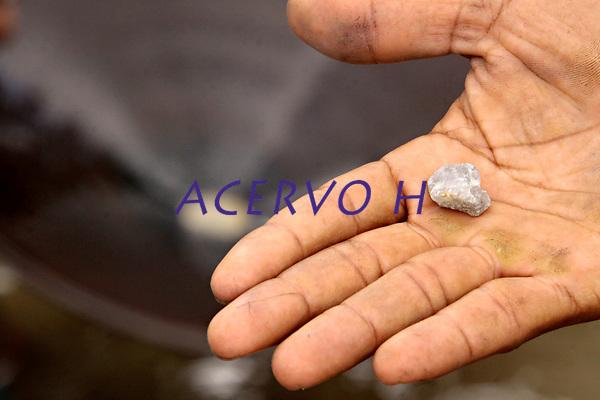 05-08-2010-GARIMPO-Materia feita no Municipio de Viseu-par&aacute; na ilha de Sanauma onde pescadores,moradores da cidade e outras lugares estam indo e dormindo diariamente tira ouro n mangue s&atilde;o mais de 300 pessoas no local.<br /> <br /> FOTO: TARSO SARRAF