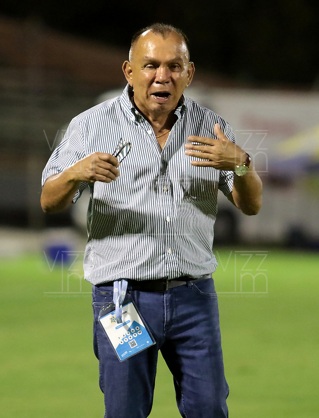 NEIVA-COLOMBIA, 05-10-2019: Jorge Luis Bernal, técnico de Atlético Huila, durante partido entre Atlético Huila y Envigado F. C. de la fecha 15 por la Liga Águila II 2019 en el estadio Guillermo Plazas Alcid en la ciudad de Neiva. / Jorge Luis Bernal, coach of Atletico Huila, during a match between Atletico Huila and Envigado F. C. of the 15th date for the Aguila Leguaje II 2019 at the Guillermo Plazas Alcid Stadium in Neiva city. Photo: VizzorImage  / Sergio Reyes / Cont.