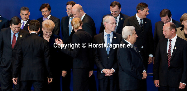 Brussels-Belgium - January 30, 2012 -- Extraordinary European Council, EU-summit; here, Heads of State / Government try to find their right place for the family photo  -- Photo: © HorstWagner.eu