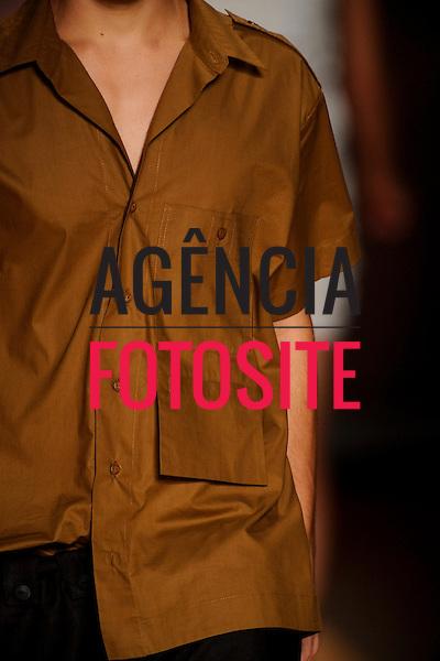 Rio de Janeiro, Brasil – 10/06/2009 - Detalhe do desfile da Totem durante o Fashion Rio  -  Verão 2010. Foto : Olivier Claisse / Agência Fotosite