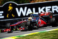 ATENCAO EDITOR: FOTO EMBARGADA PARA VEICULO INTERNACIONAL - SAO PAULO, RJ, 23 DE NOVEMBRO 2012 - O piloto britanico Lewis Hamilton da equipe McLaren é visto durante a primeira sessão de treinos livres para o Grande Prêmio do Brasil de Fórmula 1, no Autódromo José Carlos Pace (Interlagos), na zona sul de São Paulo, nesta sexta-feira (23). A prova está marcada para as 14h do domingo (23). FOTO: PIXATHLON - BRAZIL PHOTO PRESS.