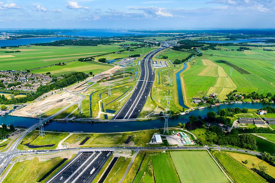 Nederland, Noord-Holland, Gemeente Gooise Meren, 13-06-2017; Muiden, A1 met Aquaduct Muiden (of Aquaduct Vechtzicht). Het aquaduct onder de Utrechtse Vecht is aangelegd in het kader van het project Schiphol-Amsterdam-Almere. Foto richting Gooi. Aqueduct under river Vecht, neaar Muiden, motorway A1,<br /> luchtfoto (toeslag op standaard tarieven);<br /> aerial photo (additional fee required);<br /> copyright foto/photo Siebe Swart