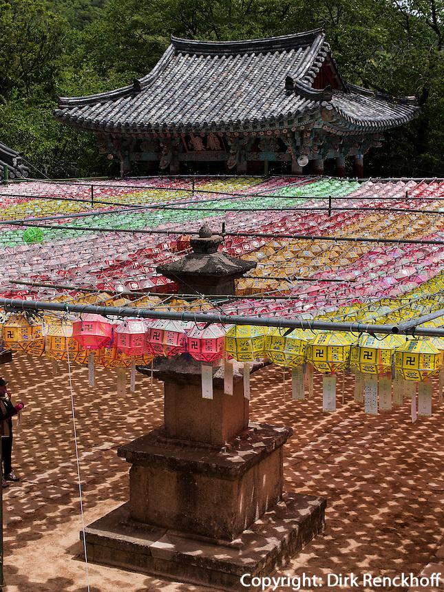 Schmuck zu Buddha's Geburtstag im Beomosa Tempel bei Busan, Gyeongsangnam-do, S&uuml;dkorea, Asien<br /> decoration at Buddha's birthday, buddhist temple Beomosa near Busan,  province Gyeongsangnam-do, South Korea, Asia
