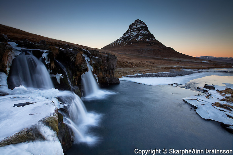 Kirkjufell and Kirkjufellsfoss in Grundarfjörður, Snæfellsnes. West Iceland