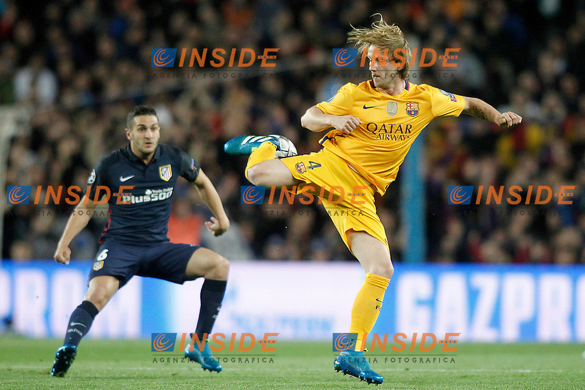 FC Barcelona's Ivan Rakitic (r) and  Atletico de Madrid's Koke Resurrecccion during Champions League 2015/2016 match. April 5,2016. (ALTERPHOTOS/Acero) <br /> Barcellona 05-04-2016 <br /> Football Calcio 2015/2016 Champions League <br /> Barcellona - Atletico Madrid Quarti di finale<br /> Foto Alterphotos / Insidefoto <br /> ITALY ONLY