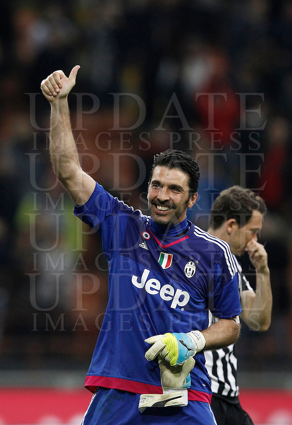 Calcio, Serie A: Milan vs Juventus. Milano, stadio San Siro, 9 aprile 2016. <br /> Juventus' Gianluigi Buffon celebrates at the end of the Italian Serie A football match between AC Milan and Juventus at Milan's San Siro stadium, 9 April 2016. Juventus won 2-1.<br /> UPDATE IMAGES PRESS/Isabella Bonotto