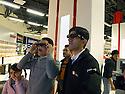 Iraq 2010 <br /> In Erbil, the day of the opening of the Family mall , visitors trying 3D glasses<br /> Irak 2010<br /> Le jour de l'ouverture du Family mall, centre commercial a Erbil, des visiteurs essayant des lunettes 3D