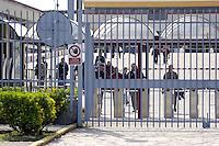 Cassino, maggio 2009.Stabilimento FIATI .I cancelli della fabbrica.operai che escono.FIAT.The gates of the factory.workers leaving.