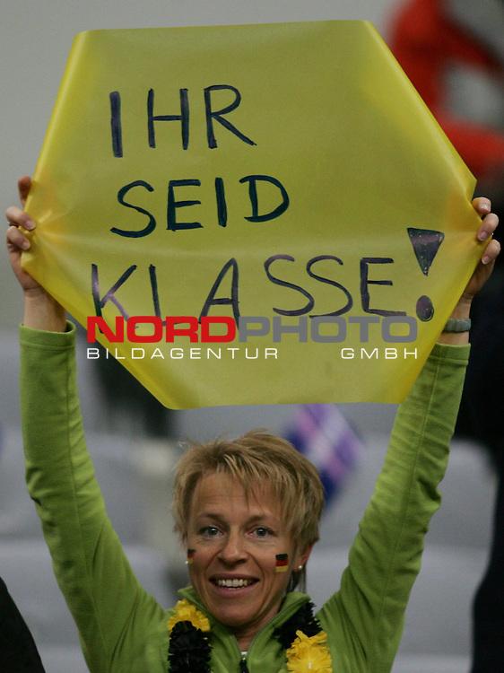 Qualifikation EM 2007 Gruppe: D - Deutschland (GER) vs. Tschechien (CZ). <br /> <br /> Fanspruch: &quot;Ihr seid klasse!&quot;<br /> <br /> Foto &copy; nph (  nordphoto  )<br /> <br /> <br /> <br />  *** Local Caption ***