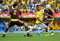BARRANQUILLA - COLOMBIA -01-09-2016: Wilker Angel de Venezuela y Macnelly Torres, de Colombia y Tomas Rincon de Venezuela durante partido de la fecha 7 para la clasificación a la Copa Mundial de la FIFA Rusia 2018 jugado en el estadio Metropolitano Roberto Melendez en Barranquilla./  Macnelly Torres (R) player of Colombia fights the ball with Wilker Angel (L) player of Venezuela during match of the date 7 for the qualifier to FIFA World Cup Russia 2018 played at Metropolitan stadium Roberto Melendez in Barranquilla. Photo: VizzorImage / Alfonso Cervantes / Cont
