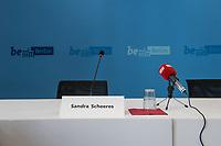 Pressekonferenz der Berliner Bildungssenatorin Sandra Scheeres am Donnerstag den 16. August 2018 zum Schuljahresbeginn 2018/19.<br /> Die Bildungssenatorin stellte die Daten und Schwerpunkte zum Schuljahresbeginn vor. So wurden 2.700 neue Lehrkraefte eingestellt. Somit hat sich die Zahl der aktiven Lehrkraefte an den oeffentlichen Schulen auf fast 34.000 fuer die ca. 875.000 Schuelerinnen und Schueler erhoeht. Die Schulen sollen zudem die Moeglichkeit erhalten, multiprofessionelle Teams mit Psychologen und Sprachlerassistenten einzustellen.<br /> Fuer die Klassen 1. bis 6. muessen die Eltern keine Lehrmittel mehr bezahlen.<br /> 16.8.2018, Berlin<br /> Copyright: Christian-Ditsch.de<br /> [Inhaltsveraendernde Manipulation des Fotos nur nach ausdruecklicher Genehmigung des Fotografen. Vereinbarungen ueber Abtretung von Persoenlichkeitsrechten/Model Release der abgebildeten Person/Personen liegen nicht vor. NO MODEL RELEASE! Nur fuer Redaktionelle Zwecke. Don't publish without copyright Christian-Ditsch.de, Veroeffentlichung nur mit Fotografennennung, sowie gegen Honorar, MwSt. und Beleg. Konto: I N G - D i B a, IBAN DE58500105175400192269, BIC INGDDEFFXXX, Kontakt: post@christian-ditsch.de<br /> Bei der Bearbeitung der Dateiinformationen darf die Urheberkennzeichnung in den EXIF- und  IPTC-Daten nicht entfernt werden, diese sind in digitalen Medien nach §95c UrhG rechtlich geschuetzt. Der Urhebervermerk wird gemaess §13 UrhG verlangt.]