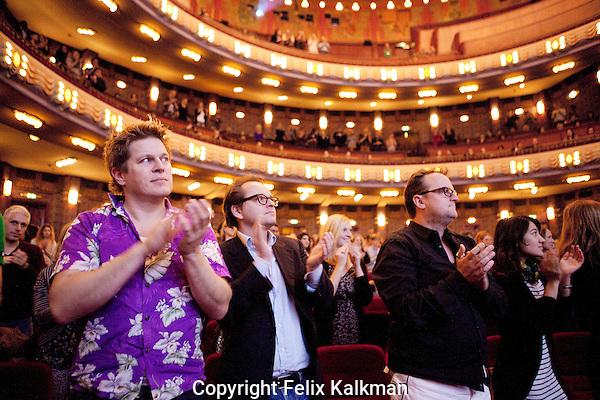 Amsterdam, 21 november 2010.International Documentary Film Festival IDFA.Screening Prosecutor, Movies That Matter in Tuschinski.Audience applauding.Foto Felix Kalkman