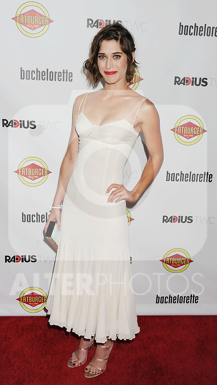 HOLLYWOOD, CA - AUGUST 23: Lizzy Caplan arrives at the Los Angeles premiere of 'Bachelorette' at the Arclight Hollywood on August 23, 2012 in Hollywood, California. /NortePhoto.com.... **CREDITO*OBLIGATORIO** *No*Venta*A*Terceros*..*No*Sale*So*third* ***No*Se*Permite*Hacer Archivo***No*Sale*So*third*