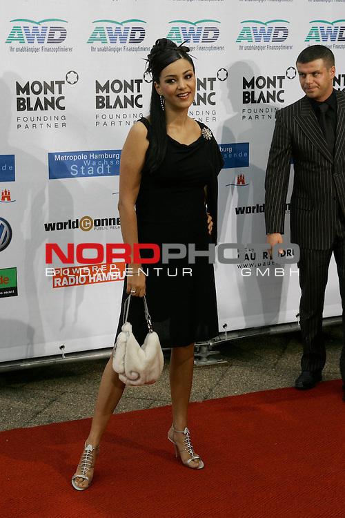 WOMENīS WORLD AWARDS<br /> <br /> Friedens-Nobelpreistr&scaron;ger Michail Gorbatschow, der Pr&scaron;sident der World Awards, im Congress Centrum Hamburg (CCH) zum ersten Mal weibliche PersŲnlichkeiten auszeichnen, die unsere Welt ver&scaron;nderten.<br /> Roter Teppich Verona Feldbusch<br /> Foto &copy; nordphoto/ Anja Heinemann<br /> <br /> <br /> <br /> <br /> <br /> <br /> <br />  *** Local Caption *** Foto ist honorarpflichtig! zzgl. gesetzl. MwSt.<br /> <br />  Belegexemplar erforderlich<br /> <br /> Adresse: nordphoto<br /> <br /> Georg-Reinke-Strasse 1<br /> <br /> 49377 Vechta