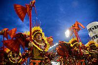 SÃO PAULO, SP, 15.02.2015, CARNAVAL 2015 - SÃO PAULO - GRUPO ESPECIAL / X-9 PAULISTANA: Integrantes da escola de samba X-9 Paulistana, durante desfile do grupo especial do Carnaval de São Paulo, na madrugada deste domingo, 15. (Foto: Levi Bianco / Brazil Photo Press).